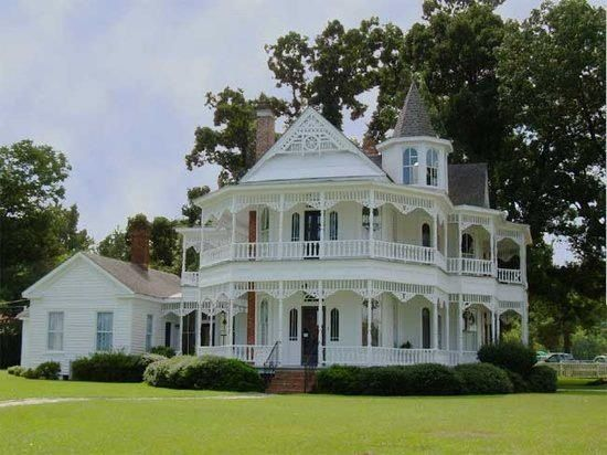 Now this is a wrap-around porch.Beautiful home, wish I could see the inside. #dorenenaples #lovingnaplesfl