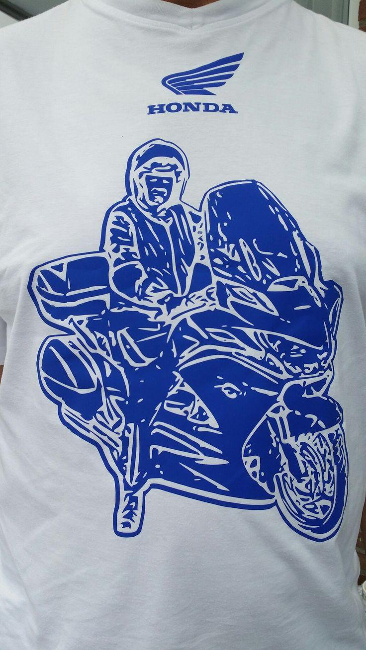 T-shirt bewerkt met flex. Foto omgezet naar een bestand. Gesneden met Silhouette Cameo.
