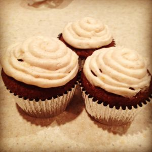 Gingerbread Cupcakes with Cinnamon Cream Cheese Frosting | This recipe ...