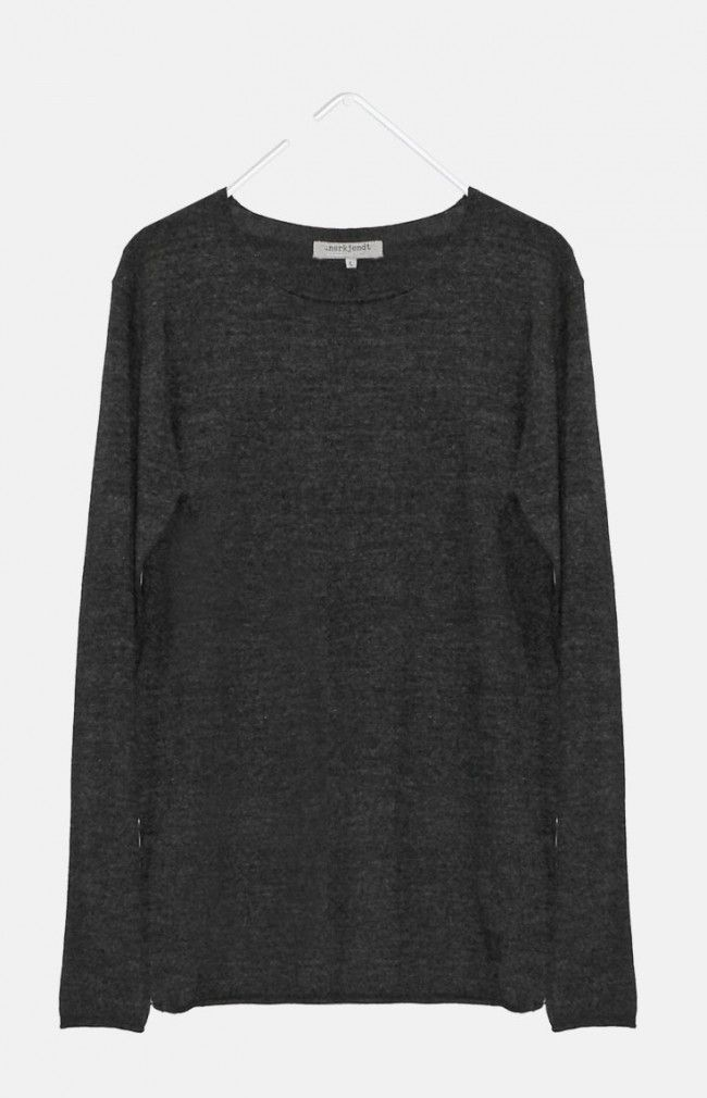 ELIJAH from ANERKJENDT is a regular fit long sleeve layer featuring a wide crew neck and raw ending on the cuffs, collar and hem line.