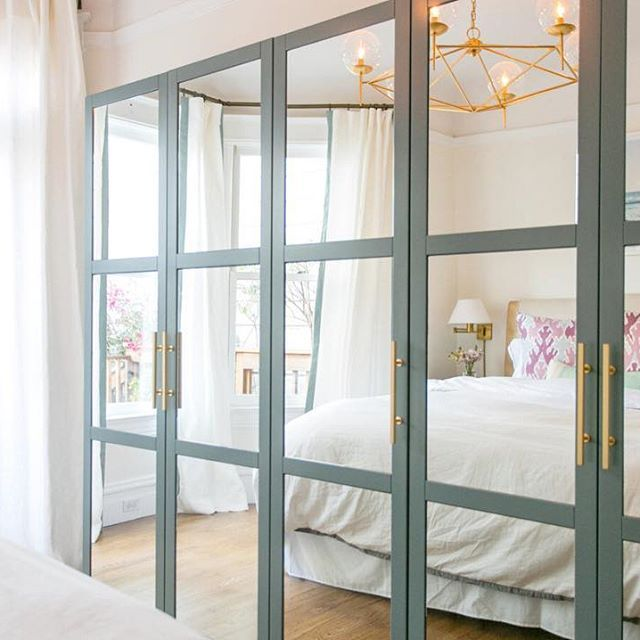 Can you believe this gorgeous #closet is an #ikeahack?! More of this space designed by @braunadams on the blog today, plus more IKEA hacks to boot #interiordesign #home #bedroom