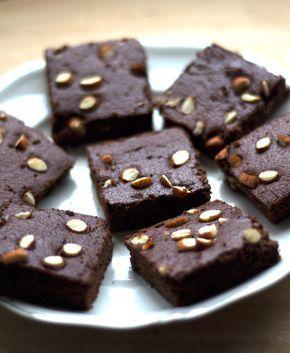 Brownies de almendra (hechos con la pulpa restante de la leche de almendras) CON AZUCAR