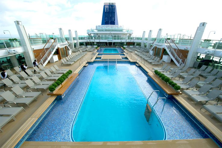 Ready for a splash in the Lido Pools on #Britannia ? Image thanks @pandocruises  #love #cruising
