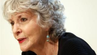 Image copyright EPA Image caption Sue Grafton received numerous awards for her workUS crime writer Sue Grafton, best known for creating the private eye Kinsey Malhone in her 'alphabet mystery' novels, has died aged 77. Her daughter Jamie Clark said she died in Santa Barbara, California, following a two-year battle with cancer.