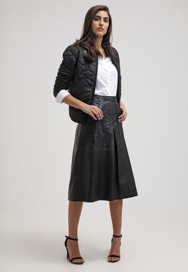 Dieses Modell hat das Zeug zum zeitlosen Klassiker! Gestuz SASH - A-Linien-Rock - black für 239,95 € (03.08.16) versandkostenfrei bei…