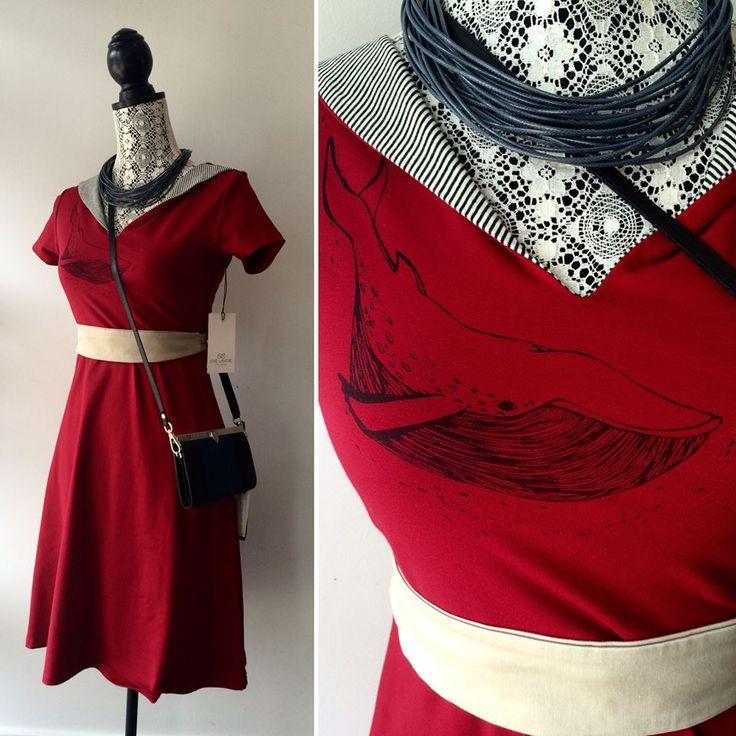 Quand notre amour pour les baleines prend tout son sens avec cette robe de coton bio de Eve Lavoie - Designer. L'aimez-vous autant que nous?  Collier par bijoux tokade