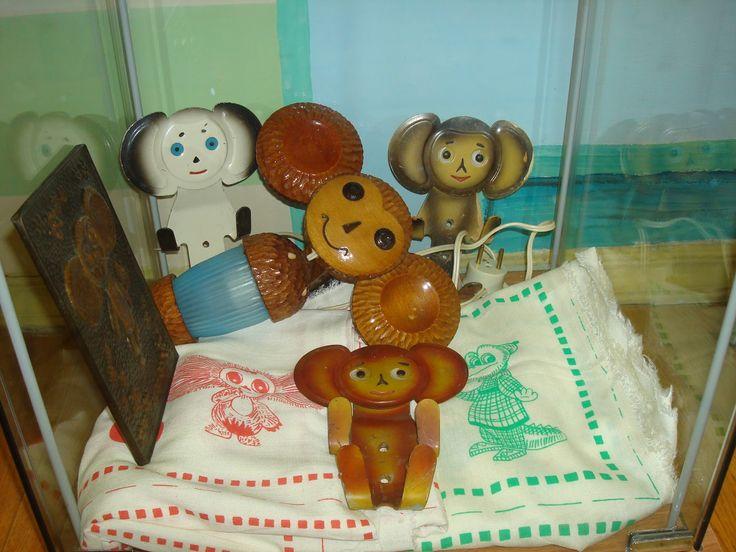 Чебурашка: крючки + деревянный + панно. Поиск игрушек, детских книг и настольных игр СССР -  http://doska-obyavleniy-detstva.blogspot.ru/