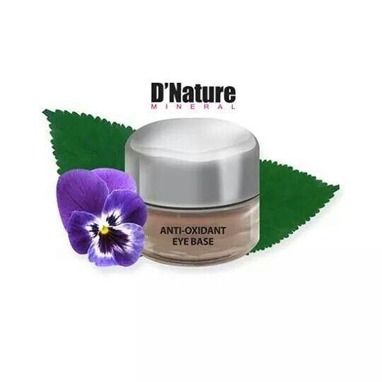 Crema antioxidante.que funciona como base fijadora para aplicacion de.sombras y maquillaje de ojos protegiendo la piel y evitando el envejecimiento prematuro