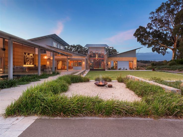 A highly intelligent luxury home designed to make a positive impact on this stunning Australian landscape, conscious of its carbon foot print this property gives as much as it takes. 121 Grasby Road | Adelaide Hills | Australia | Luxury Property Selection