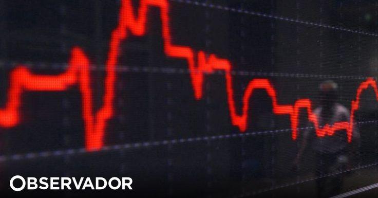 A Bolsa de Lisboa abriu em terreno negativo, com o PSI20 a cair 2,89%. Mas não está sozinha na Europa: quase todas as praças, de Madrid a Londres, estão a sentir o efeito mini crash de Wall Street. http://observador.pt/2018/02/06/wall-street-faz-ricochete-nas-bolsas-europeias-que-abrem-em-queda/