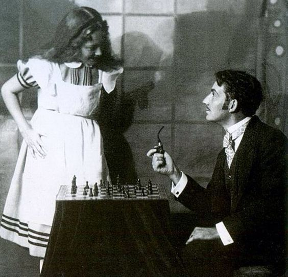 Olivia de Havilland en 1933. A sus tiernos dieciséis años debutaba en las tablas en una función de teatro de aficionados. Al tratarse de...