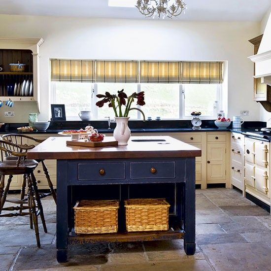 Traditional timeless kitchen | Freestanding kitchen ideas | Kitchen | PHOTO GALLERY | Beautiful Kitchens | Housetohome.co.uk