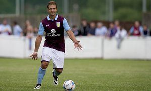 Stiliyan Petrov offered non-playing role with Aston Villa
