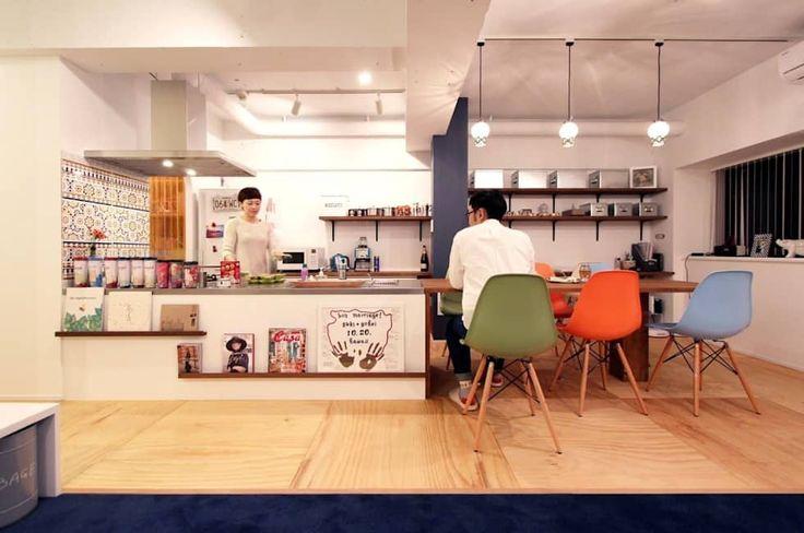 キッチンとダイニングテーブルをつなげたデザイン: nuリノベーションが手掛けたキッチンです。