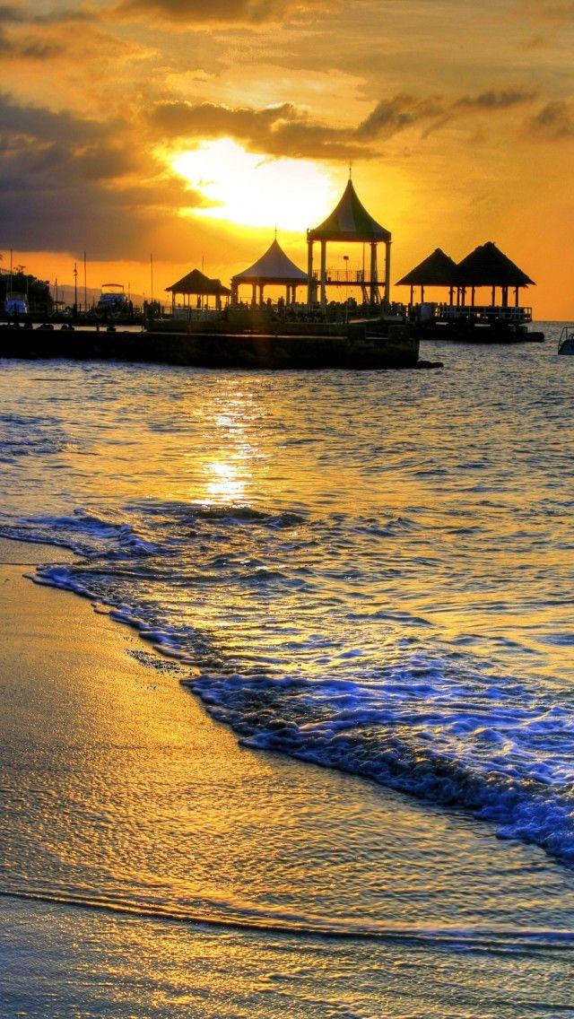 Coucher de soleil sur la Baie Montego à la Jamaïque
