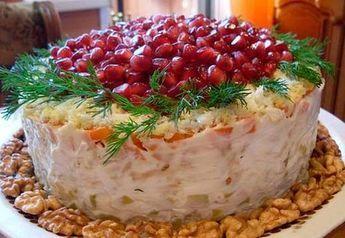 Вкуснейший слоеный салат «Красная шапочка» http://jemchyjinka.ru/2017/12/09/vkusnejshij-sloenyj-salat-krasnaya-shapochka/