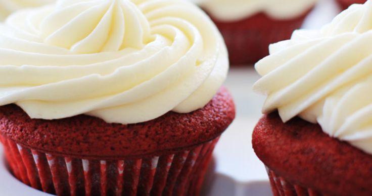 Os bolos e cupcakes Red Velvet estão na moda. Recheios e coberturas feitas a partir de Cream Cheese ficam perfeitas combinadas ao Red Velvet. Aqui seguem d