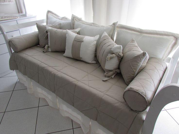 - 2 Almofadas Rolo com ziper c/ refil (0,63x0,60) tecido 100% algodão. <br>- 3 Almofadas Encosto com ziper c/ refil (0,70x0,50) tecido fustão colegial 100% algodão. <br>- 2 almofadas 40x40 <br>- 3 almofadas 40x50 <br>- 1 Colcha Matelassada (2,20 x 1,30) tecido fustão colegial 100% algodão. <br>- 1 saia para cama franzida 50 altura x 1,90cm largura <br>Todas as almofadas e rolos tem zíper (fechecler) para poder retirar os enchimentos,facilitando assim na hora da lavagem, enchimento 100%…