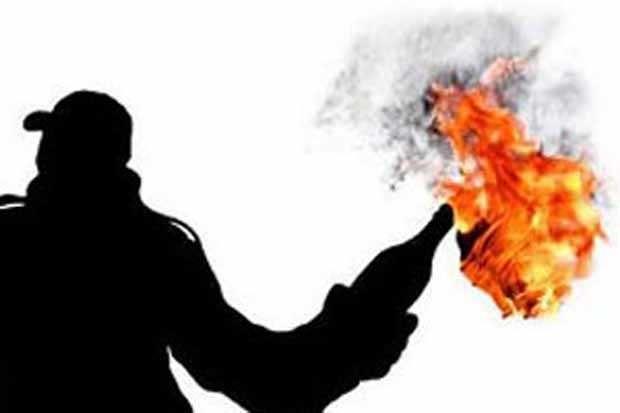 Belasan Pelajar Ditangkap saat Rakit Bom Molotov http://sin.do/9vPN  http://daerah.sindonews.com/read/973723/22/belasan-pelajar-ditangkap-saat-rakit-bom-molotov-1425815264
