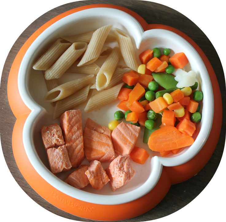 Healthy babyfood.  Salmon, pasta and vegetables  :-)