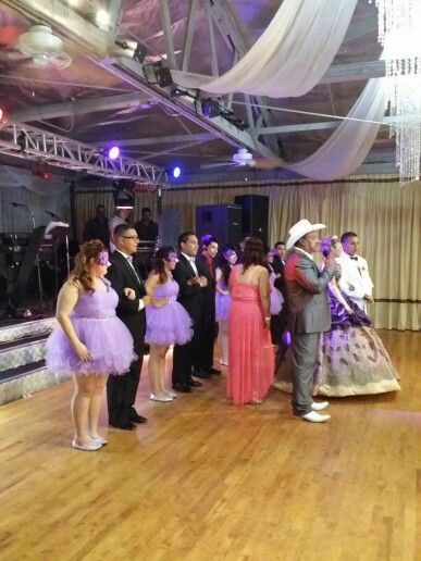 #Quinceñeras  by #DilmerLovos  phone number 323.825.1280 or 562.907.7907  For more information  about  event  management, appointment  for cake tasting, packages an contract  for choreographies. And more email us your name phone number and type of event you're looking for. One of our representative  will reach you as soon as your email is submitted. To dilmer.l@dalmdancestu6dio.com
