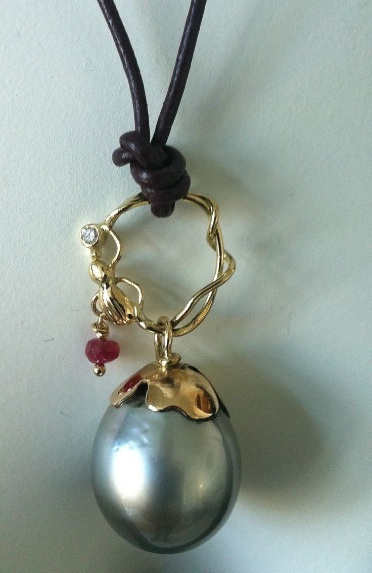 Necklace 18c gold, tahitipearl,diamond and ruby.