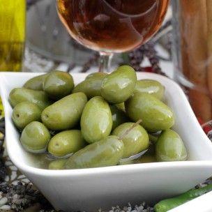 Fabuleuse c'est l'adjectif qui convient le mieux à La Lucque de Bize! Craquante, charnue et fruité c'est l'olive des gourmets mais aussi de ceux qui n'apprécie que moyennement les olives... prêts à faire changer d'avis les plus réticents?  Made in France et disponible chez vous en 48h via la boutique en ligne de La Petite Olive!