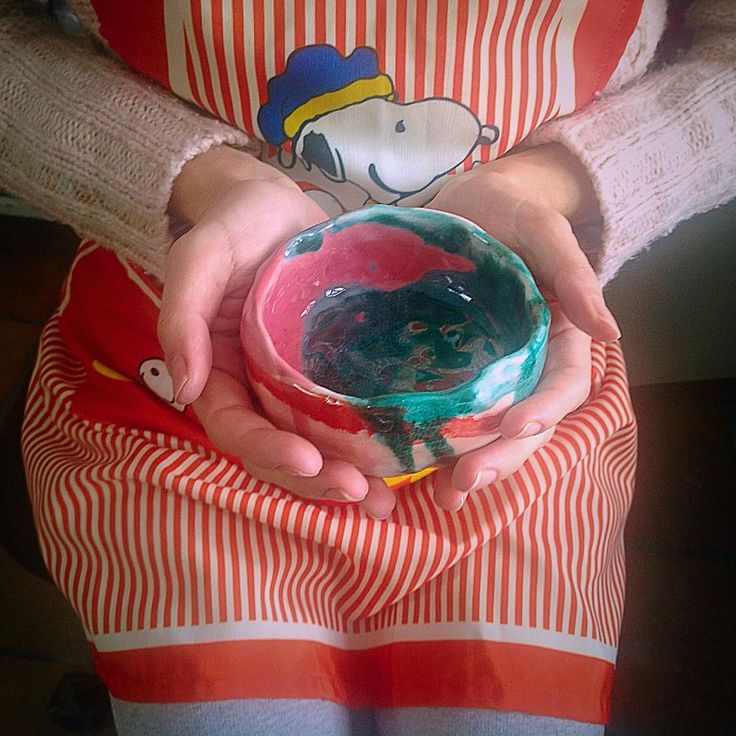 At the studio.  Me and Snoopy are happy to present you our new little colourful bowl!