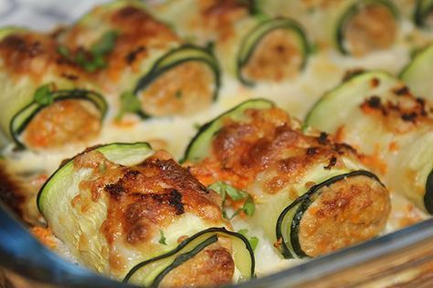 Zucchini rolls with natural tuna - Comidas - Recetas Healthy Snacks, Healthy Eating, Healthy Recipes, Veggie Recipes, Real Food Recipes, Salada Light, Comidas Fitness, Cooking For One, Meal Planning