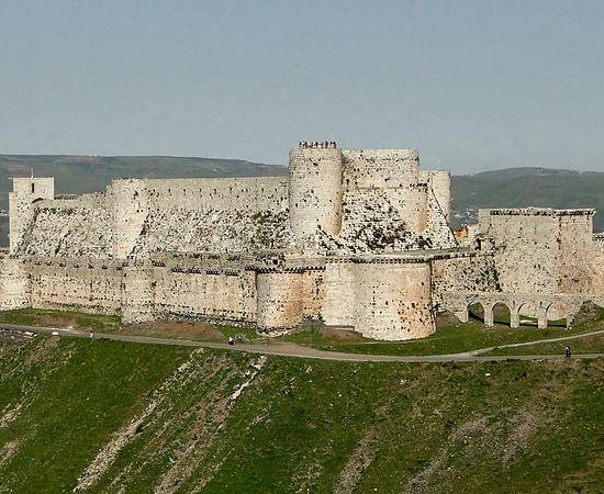 O Krak dos Cavaleiros, localiza-se na cidade de Homs, na Síria. Foi erguido nos séculos 17 e 18 pelos Cruzados, para servir de fortaleza aos 'Reinos Latinos do Oriente'. Foi classificado como Patrimônio Mundial da Unesco desde 2006. É aberto à visitação