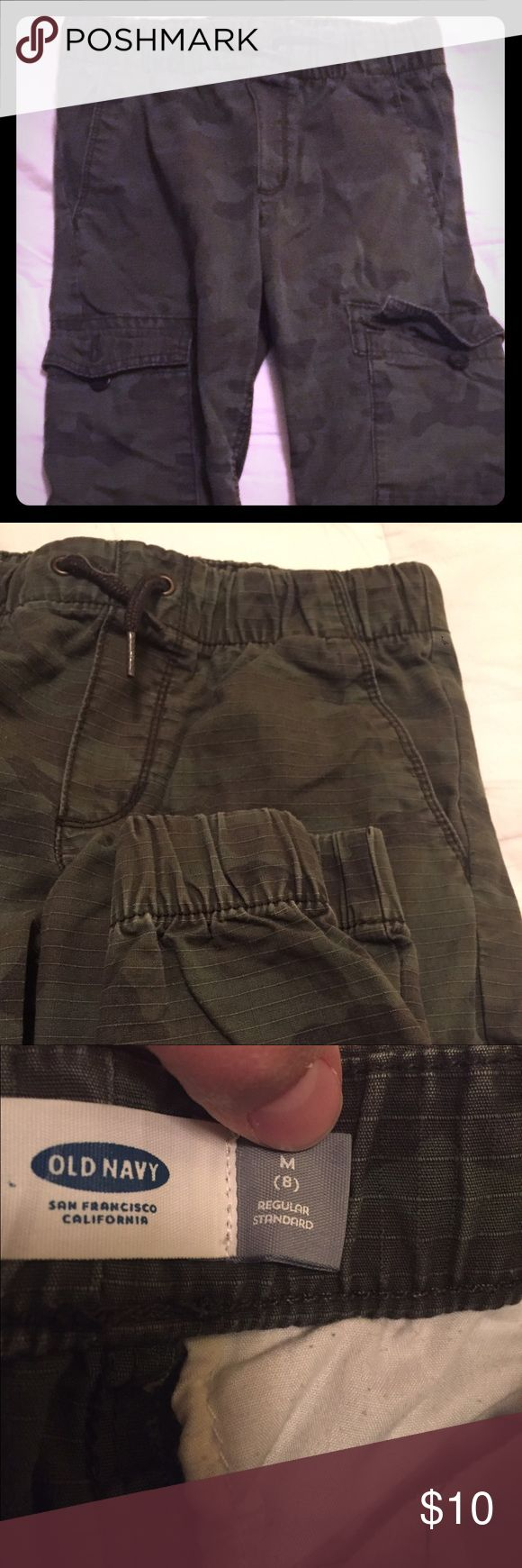Boys Old Navy Jogger Style Pants 👖 Boys Old Navy Jogger Style Khaki Pants 👖 These pants are great for kids who are always stepping in their pants.  Look great for school!  My kiddo loves this style and always requests more vs. jeans!  Great condition! Old Navy Bottoms Casual