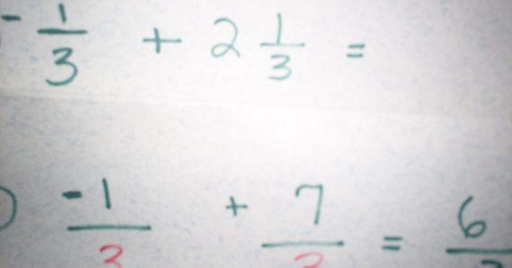 Cómo sumar fracciones con números negativos. Sumar fracciones con números negativos no es tan difícil como suena. Si puedes sumar enteros con números negativos, también puede sumar fracciones con números negativos. Aquí vienen algunos pasos sobre cómo hacerlo.