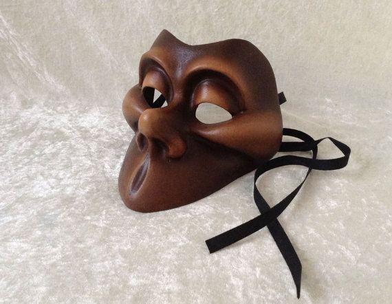Half masker 'big smile' bruine afwerking  door TheaterDidymus