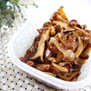 日持ちする作り置きおかず【豚肉ときのこの生姜煮】+by+たっきーママ(奥田和美)さん+|+レシピブログ+-+料理ブログのレシピ満載! + + おはようございます^^ 昨日に引き続き、作り置きおかずです。 濃い目の味付けなので、お弁当のおかずや お酒のおつまみにもピッタリな1品が出来ました。 殺菌効果のある生姜で煮るので+日持ちするう...