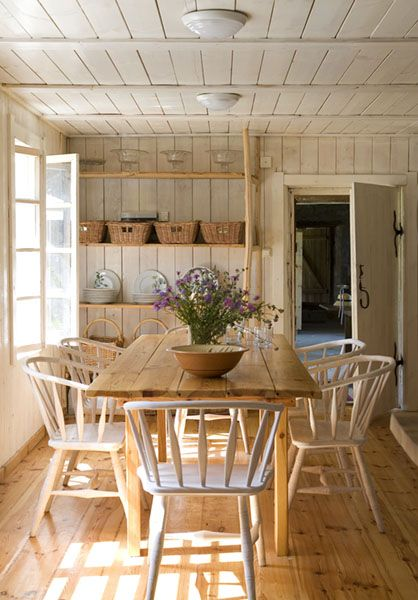 rustic cottage look...if i had a lake house this would be its dining room