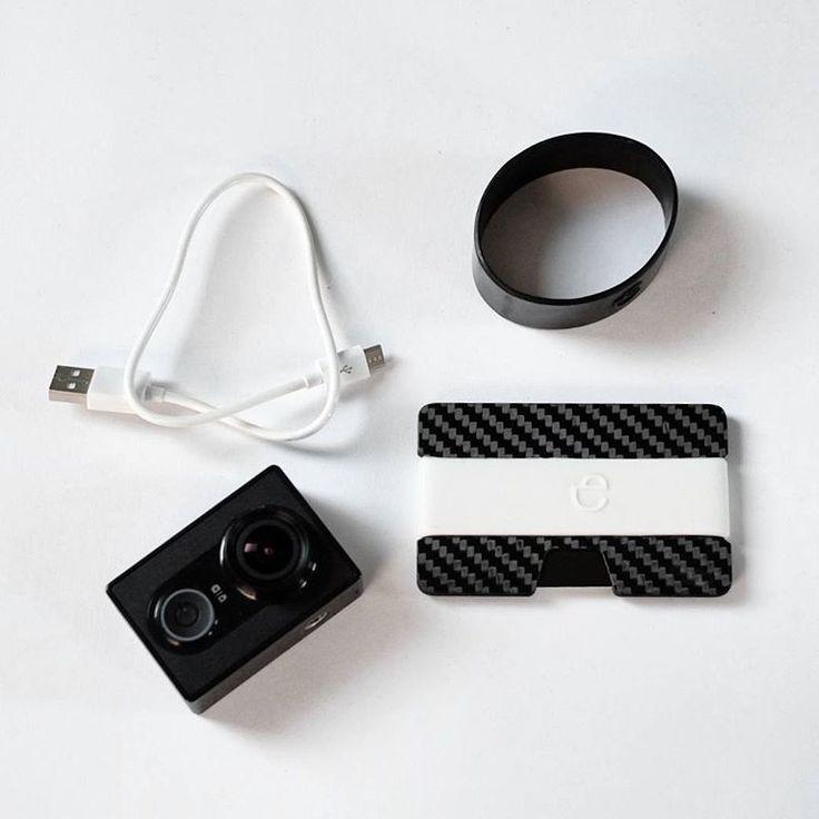 "Polubienia: 112, komentarze: 2 – Elephantwallet (@elephantwallet) na Instagramie: ""Today #everydaycarry carbon fiber wallet with white silicon band  In our shop ⤴ ⤴ ⤴  We ship…"""