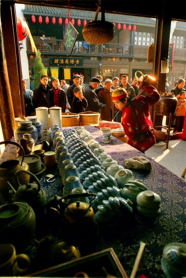 Tea moves as if flowing continuously