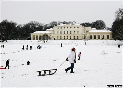Google Image Result for http://newsimg.bbc.co.uk/media/images/42556000/jpg/_42556089_kenwood_snow.jpg