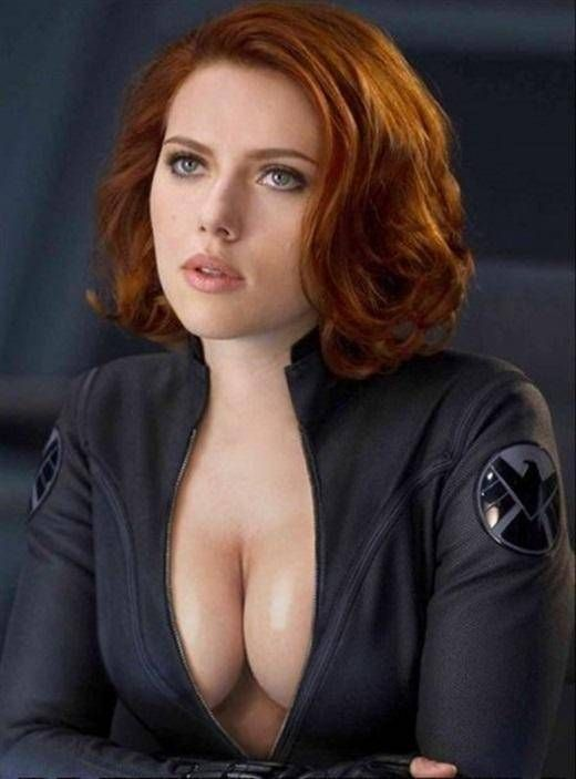 Scarlett johansson big boob