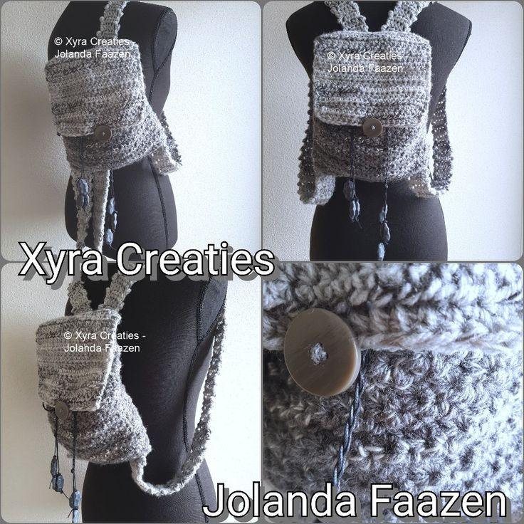 #PATR1112 #tas #rugtas #rugzak #bag #backpack #haakpatroon #patroon #haken #gehaakt #crochet #pattern #DIY Patroon (NL) is beschikbaar via: Pattern (English-US) is available at: www.xyracreaties.nl  www.ravelry.com/stores/xyra-creaties  www.etsy.com/shop/XyraCreaties
