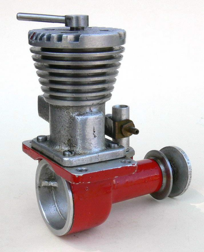 The Australian McCulloch 5cc Red Special engine has variable compression via a compression screw and brass contra piston fitted to the cylinder. Less obvious is the shortening of the conrod and other alterations that allowed a reduction of engine height. This aspect was specifically mentioned in the 1948 MAI catalogue. The Red Special is 88mm tall and weighs 251g, compared with the Gold Crown Drone's 99mm and 270g (with tank).