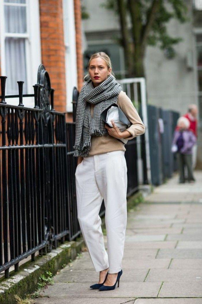 pantalon blanc élégant femme design en blanc, chaussures à talons hauts