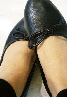 Today's Hot Pick :リボンフラットシューズ【Lemite】 http://fashionstylep.com/SFSELFAA0012948/min3111jpp/out シンプルシルエットのシューズ。 大人なスリムシルエットにして、ガーリームード。 さり気ないリボンはフェミニン感をプラス。 ラクな履き心地は大人の休日にぴったり♪