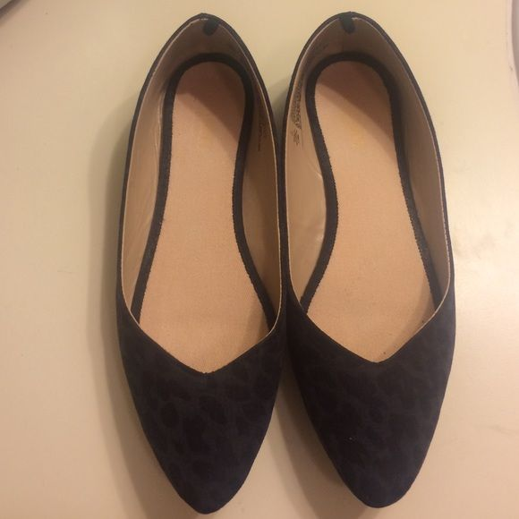 Old navy flats Old navy flats. Dark leopard print. Pointy and have a v cut shape. Use one but they are to marrow for me. I am a 7 but W. Old Navy Shoes Flats & Loafers