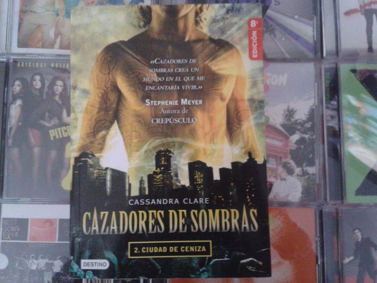 """""""Cazadores de Sombras: Ciudad de Ceniza"""" escrito por Cassandra Clare:"""