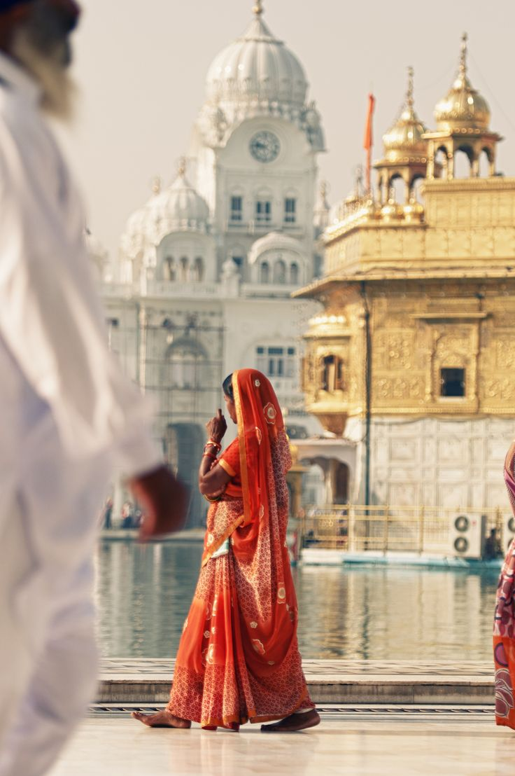 Red Sari, Amritsar, India