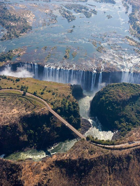 10 lieux romantiques pour faire sa demande en mariage - chutes victoria zambie afrique du sud