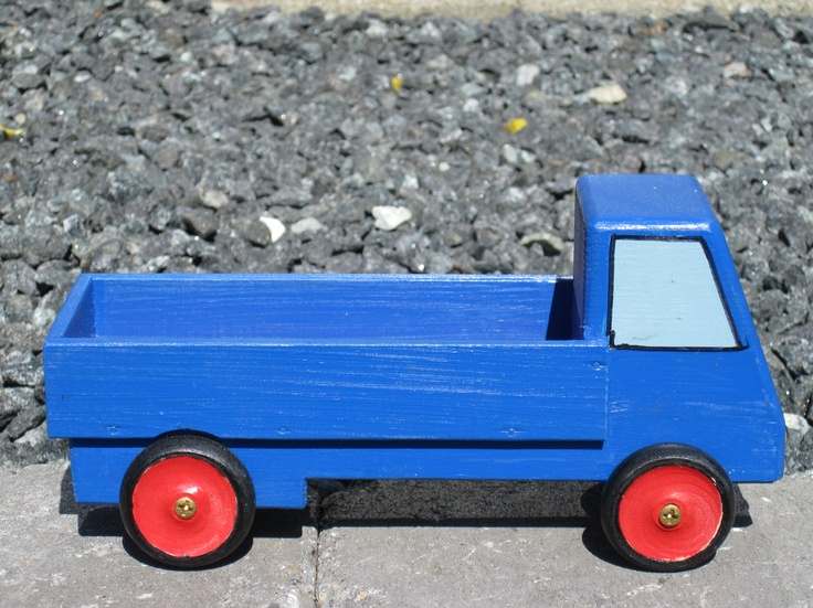 My father made this truck. #homemade #woodentoy #truck #toy #gallerigavlen