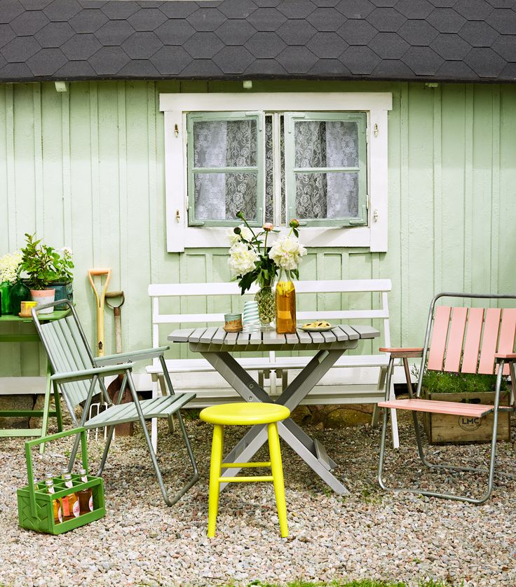 Painted outdoor furniture. Why paint all of them in the same color?