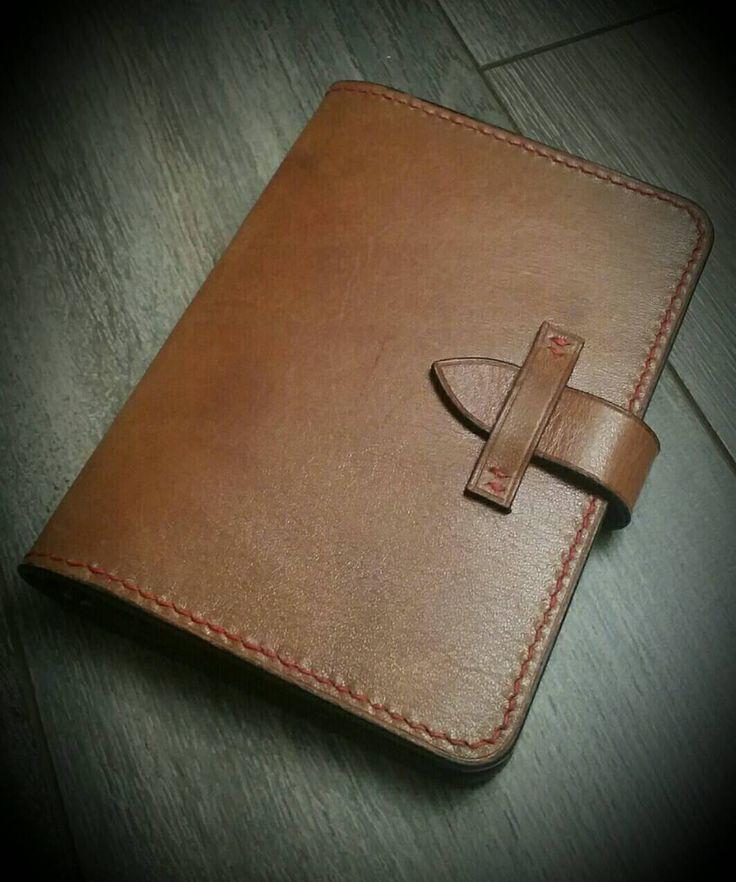 Een persoonlijke favoriet uit mijn Etsy shop https://www.etsy.com/nl/listing/503527711/vegetable-tanned-leather-passport-holder